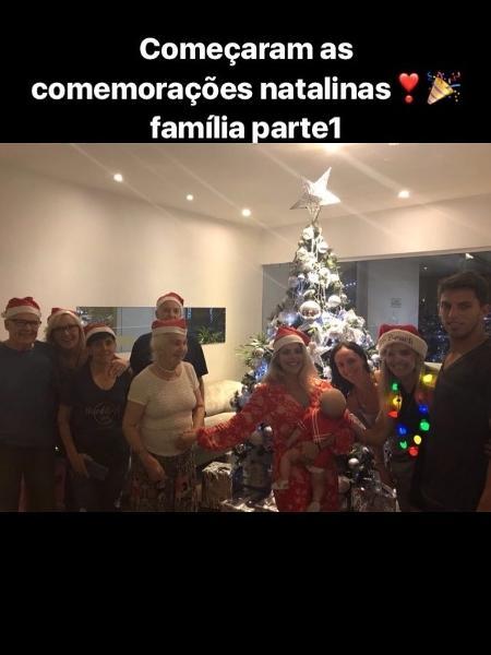 Karina Bacchi e o filho, Enrico, conhecem a família de Amaury Nunes - Reprodução/Instagram