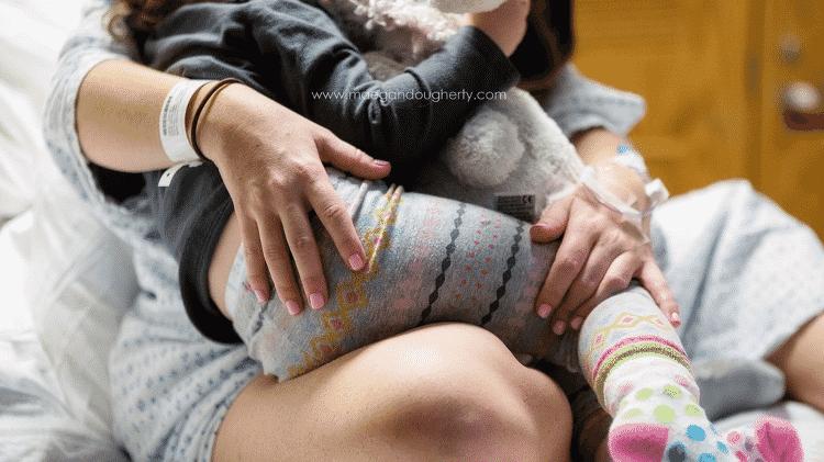 Mãe amamenta enquanto está em trabalho de parto - Reprodução Maegan Dougherty Photography - Reprodução Maegan Dougherty Photography