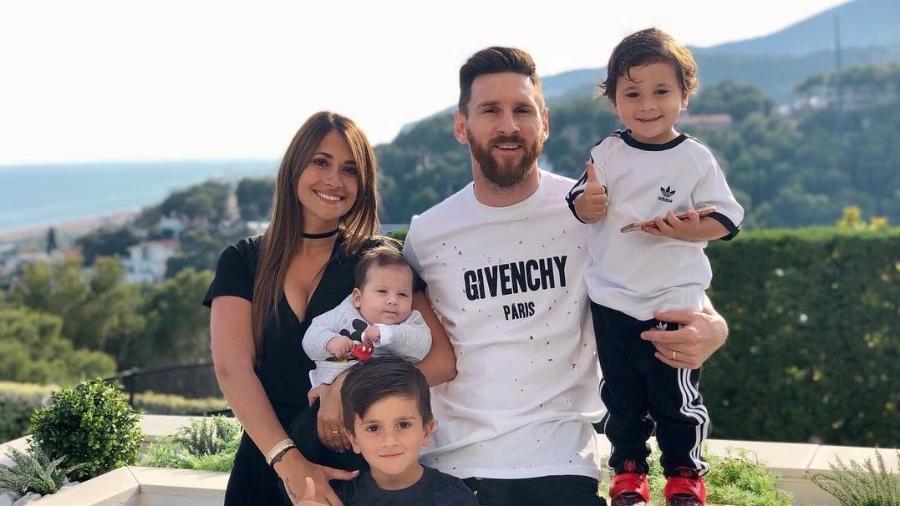 Antonela e os filhos estão na Rússia para torcer por Messi no segundo jogo da seleção Argentina na Copa do Mundo 2018 - Reprodução/Instagram/@antoroccuzzo88
