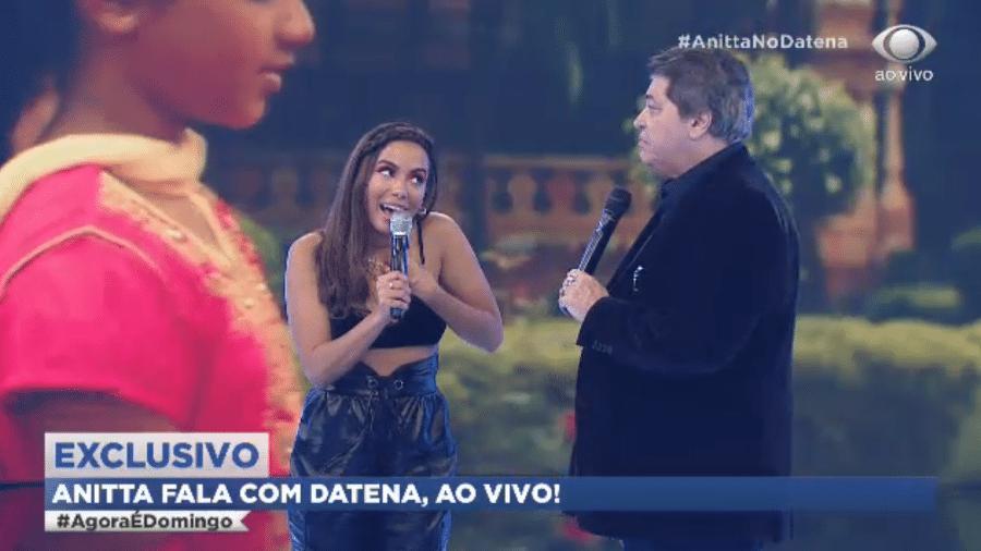 """Anitta e Datena no programa """"Agora é Domingo"""" - Reprodução"""