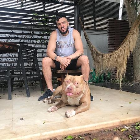 Belo ao lado de seu cachorro Thor - Reprodução/Instagram