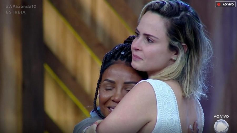 Ana Paula Renault e Laune Dias se emocionam durante prova  - Reprodução/GloboPlay