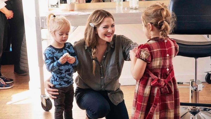 Drew Barrymore com as duas filhas, Olive e Frankie - Reprodução/Instagram/drewbarrymore