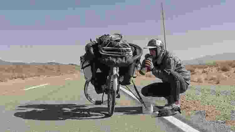 Na bicicleta de alumínio aro 26 ele levava colchonete, barraca, rede e pouquíssimas peças de roupa - Arquivo pessoal