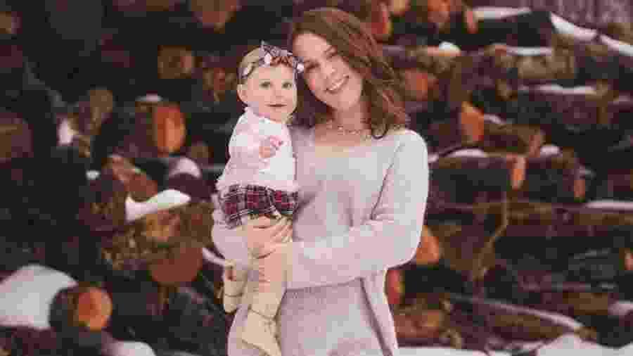 Sarah Buckley Friedberg e a filha menor - Reprodução/Facebook