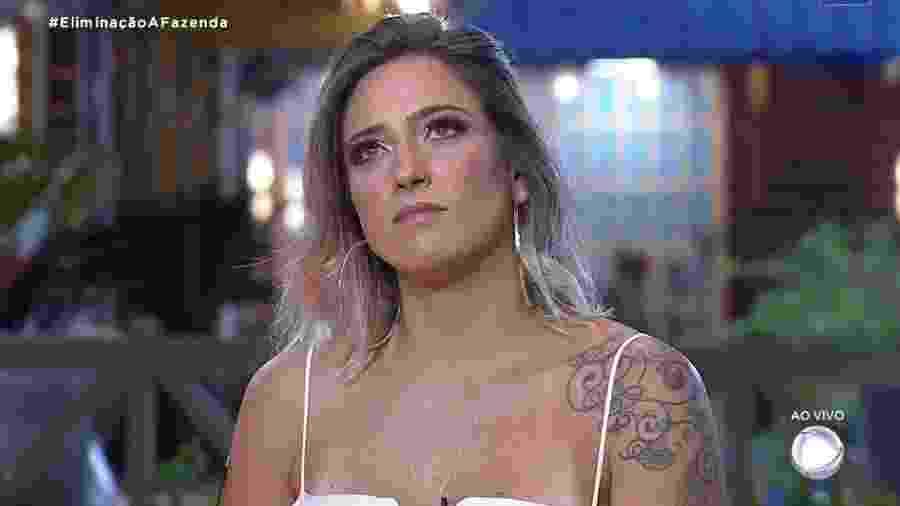 Tati Dias escuta Marcos Mion anunciar o resultado da quarta roça - Reprodução/RecordTV