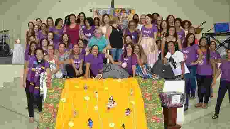 Pastora Odja Barros com o  grupo de estudos bíblicos do feminismo Flor de Manacá - Arquivo Pessoal