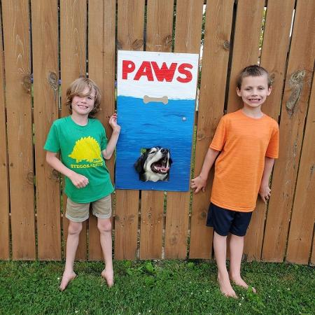 """Os cães já participaram de versões caninas de obras como """"Tubarão"""", """"Pac-Man"""", """"O Grito"""" e """"Moça com o Brinco de Pérola"""" - Reprodução"""