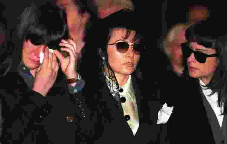 Patrizia Reggiani ao lado das filhas, Alessandra e Alexia, no funeral de Maurizio Gucci - Getty Images - Getty Images