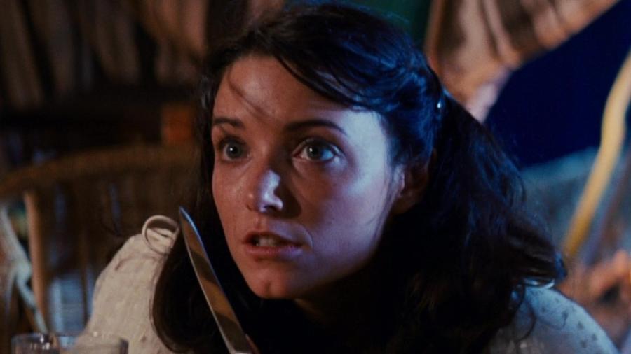 """Karen Allen interpretando Marion Ravenwood em """"Indiana Jones e os Caçadores da Arca Perdida"""" - Reprodução"""
