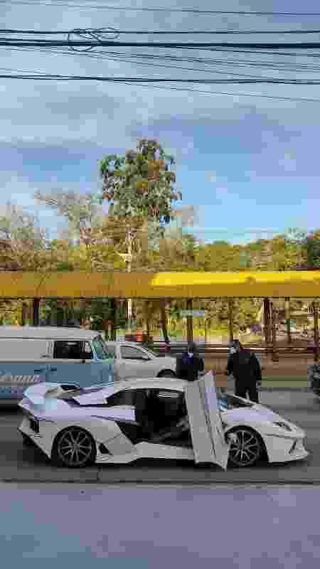 LamborgUno durante gravações na capital gaúcha; carro tem portas que são abertas para cima - Arquivo pessoal - Arquivo pessoal