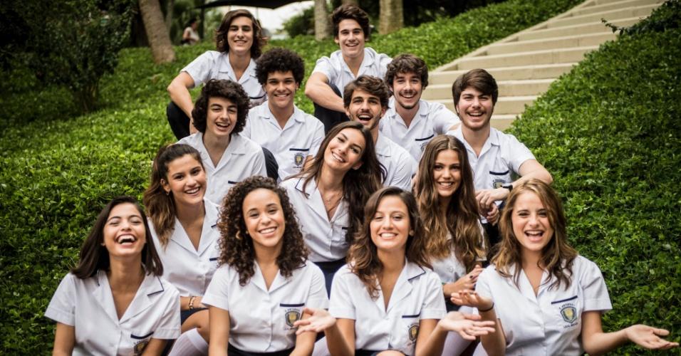 """24.jul.2015 - Alunos do colégio Leal Brazil, que são chamados de """"burquesinhos"""" pela turma da outra escola"""
