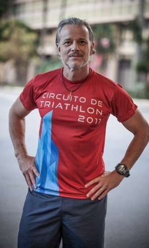 Vavá (Marcello Novaes) - Waltercio Stewart, o Vavá, é o filho do meio de Feliciano (Marcos Caruso).