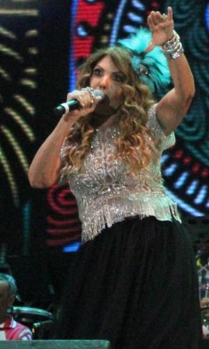 5.fev.2016 - Elba Ramalho se apresenta na festa de abertura do Carnaval no Marco Zero, no Recife