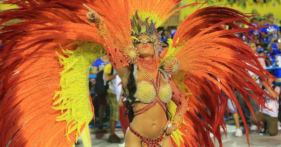 7.fev.2016 - Musa da Estácio da Sá durante desfile que homenageia São Jorge