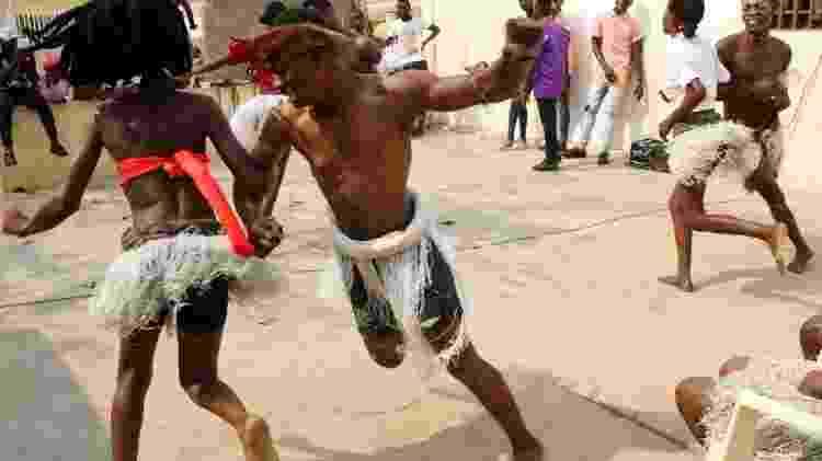 Professores e alunos dançam o Kizomba - Ampe Rogerio/AFP - Ampe Rogerio/AFP