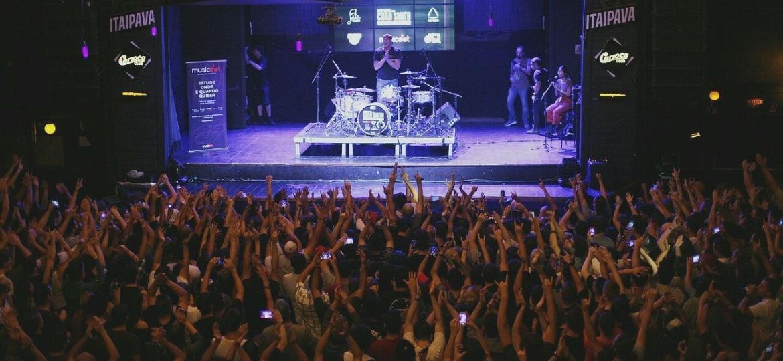 """""""Drum Clinic"""" com Chad Smith rola um dia antes do show do Red Hot Chili Peppers no Lollapalooza, em São Paulo - Pamela Martins/Divulgação"""