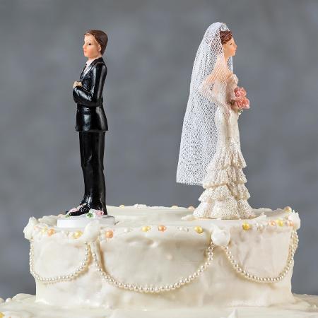 Separação, divórcio, término, casamento, reconciliação, noivos, bolo - Getty Images