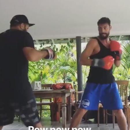 Cauã Reymond publica vídeo de treino de luta com a participação de namorada Mariana Goldfarb em dia de folga - Reprodução/Instagram/@cauareymond
