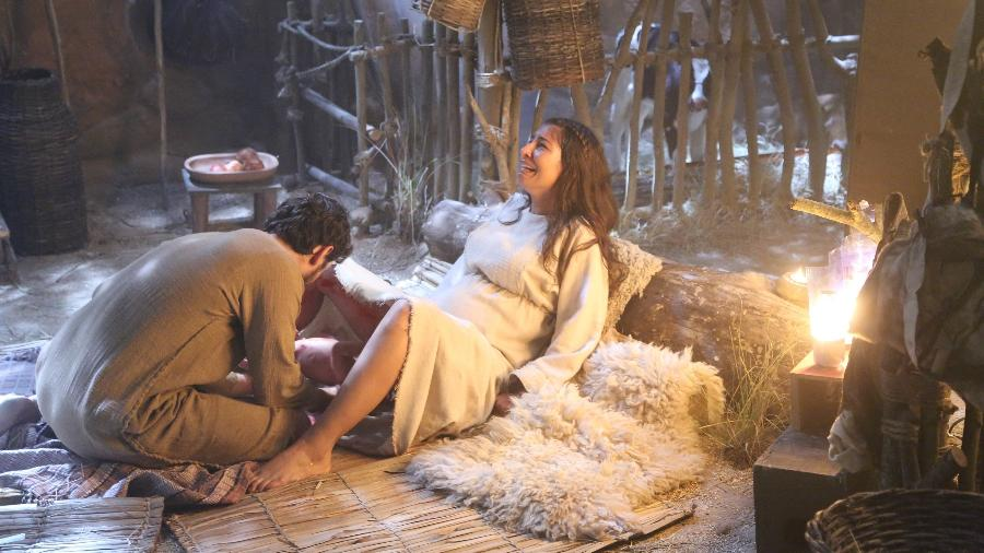 Maria dá à luz o menino Jesus em novela da Record - Munir Chatack/Record