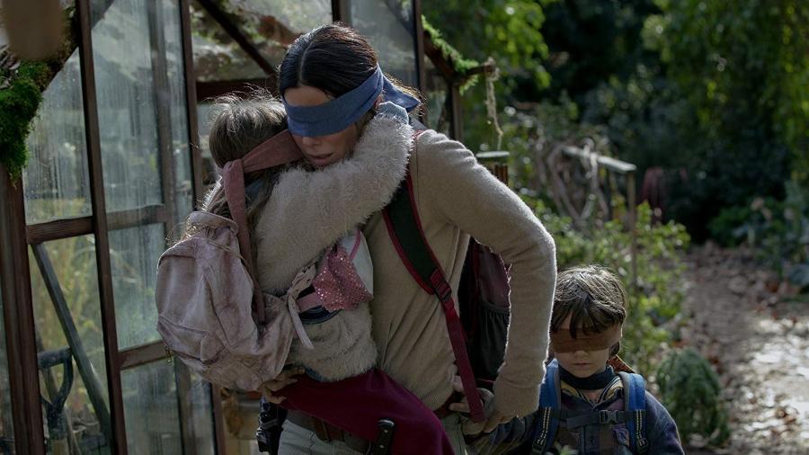 """Sandra Bullock em cena de """"Bird Box"""", filme da Netflix - Divulgação"""