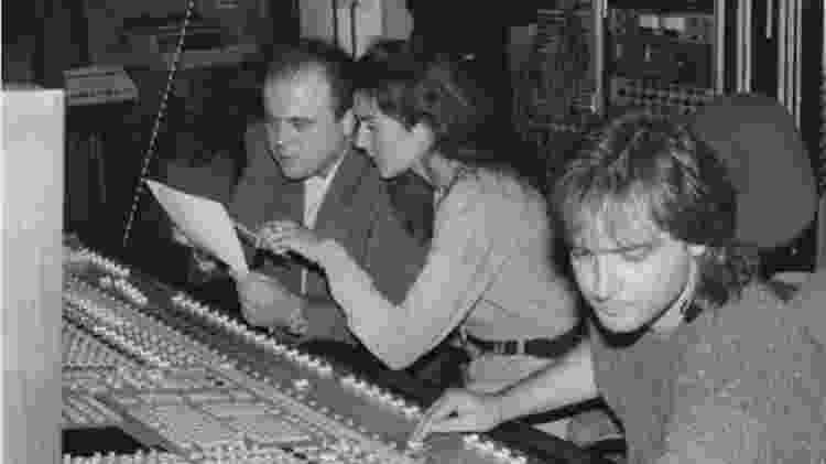 Walter Afansieff trabalha com Celine Dion em estúdio - Reprodução/Twitter - Reprodução/Twitter