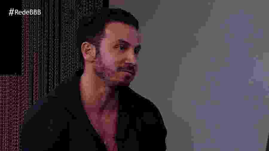 Gustavo participa de entrevista após ser eliminado  - Reprodução/GloboPlay