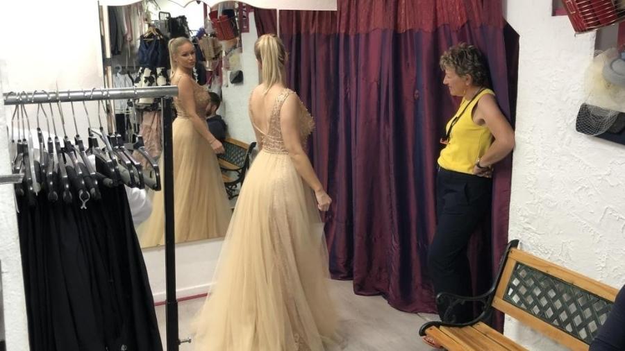 Cliente escolhe vestido de aluguel poucas horas antes de subir as escadarias do Festival de Cannes - RFI