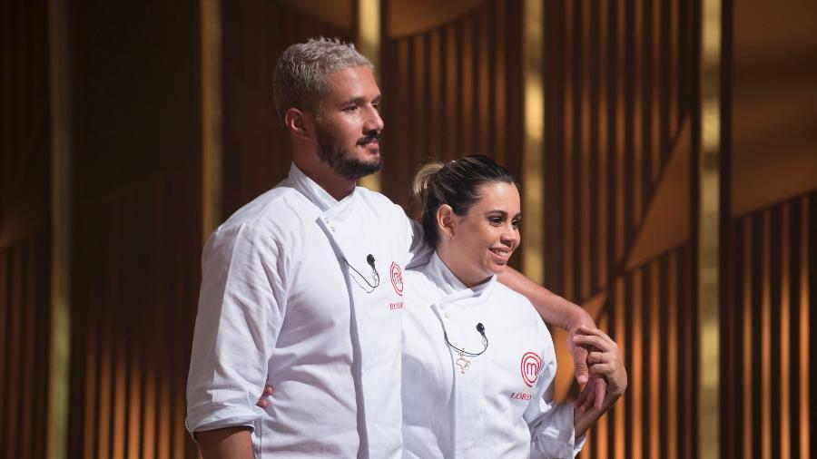 Com personalidades bem diferentes, Rodrigo e Lorena conquistaram os chefs e disputam o troféu MasterChef - Carlos Reinis/Band