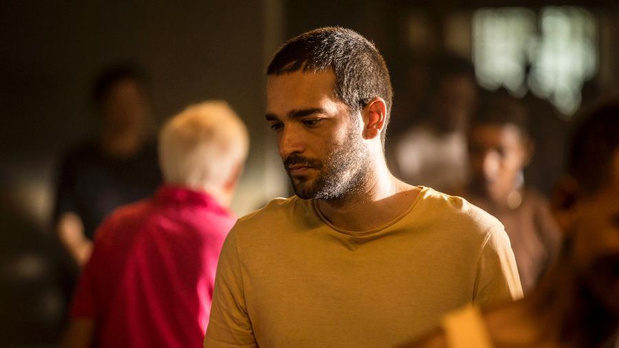 Humberto Carrão como Sandro em cena da novela Amor de Mãe - Globo/João Cotta