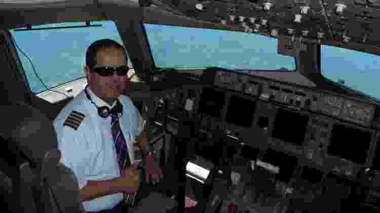 Comandante Carlos Ribeiro em voo pré-pandemia - Arquivo pessoal - Arquivo pessoal