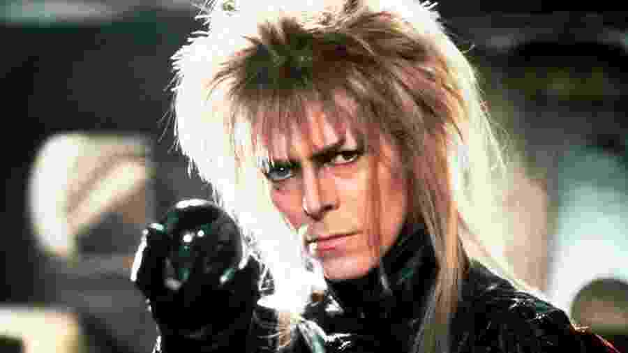 """David Bowie em cena de """"Labirinto, a Magia do Tempo"""" (1986) - Reprodução/IMDb"""
