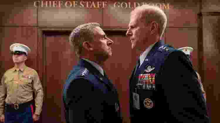 Steve Carrell e Noah Emmerich em cena de 'Space Force', série da Netflix - Divulgação/Netflix - Divulgação/Netflix