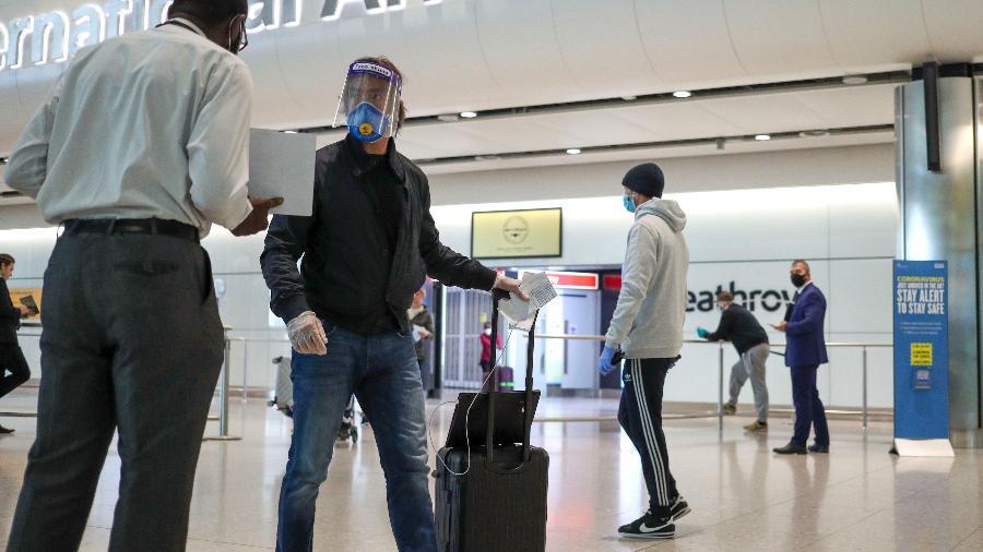 Passageiros chegam ao aeroporto de Heathrow, em Londres - PA Images via Getty Images