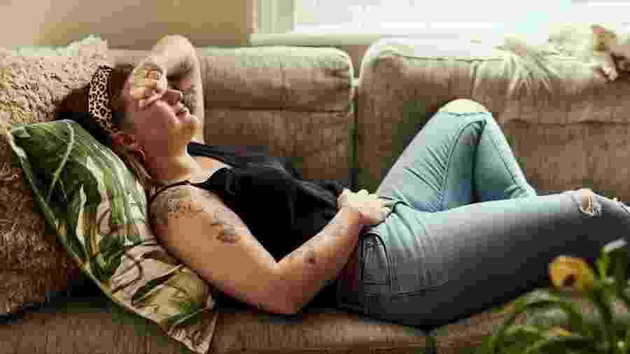 Na maioria dos casos, cólica não é motivo para se preocupar; conheça formas de diminuir o incômodo - PeopleImages/Getty Images