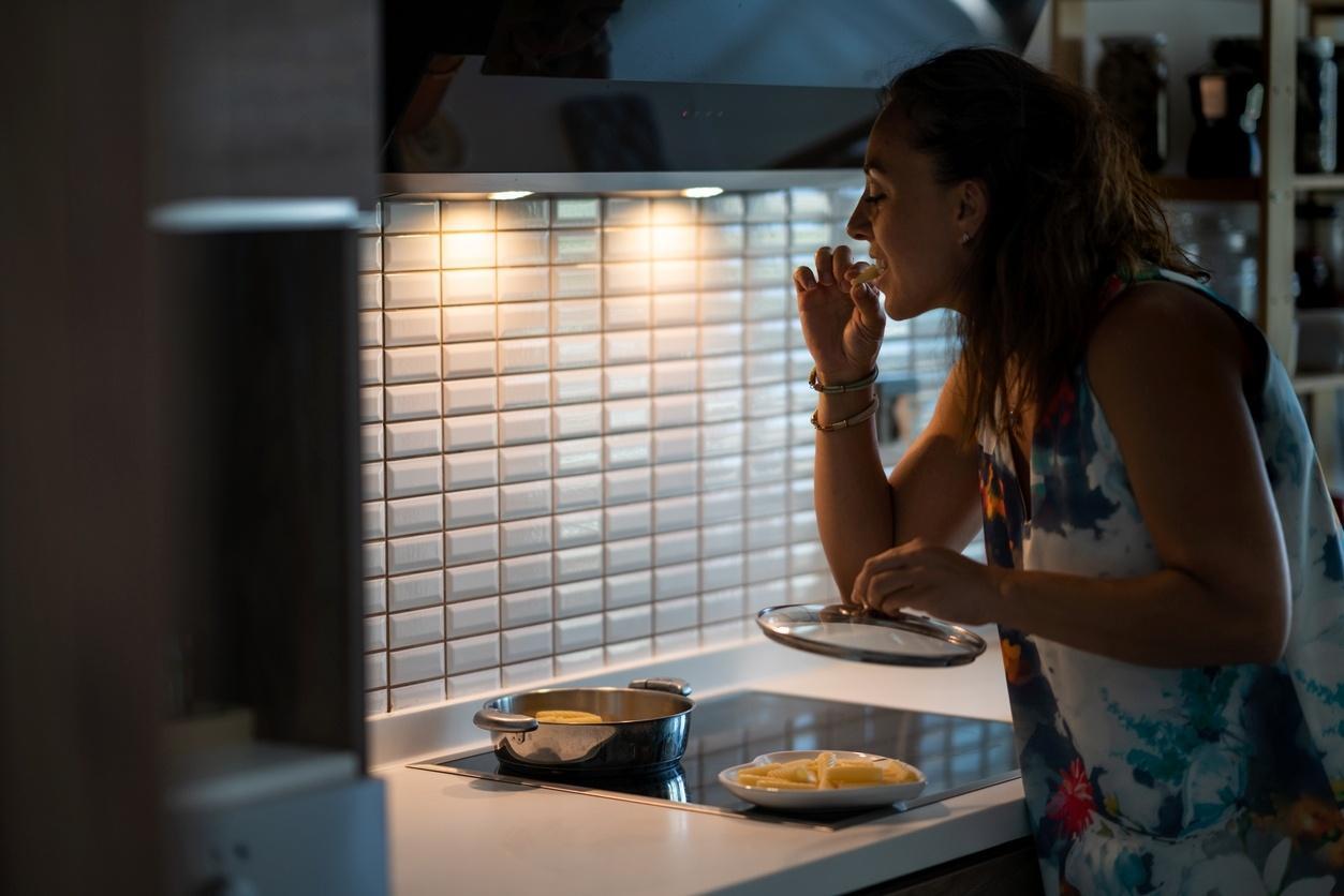 Síndrome do comer noturno: o que é e dicas para lidar com o problema -  07/01/2021 - UOL VivaBem