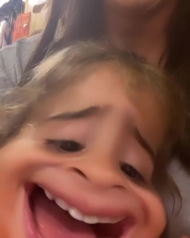 Ivete Sangalo compartilhou vídeo das filhas