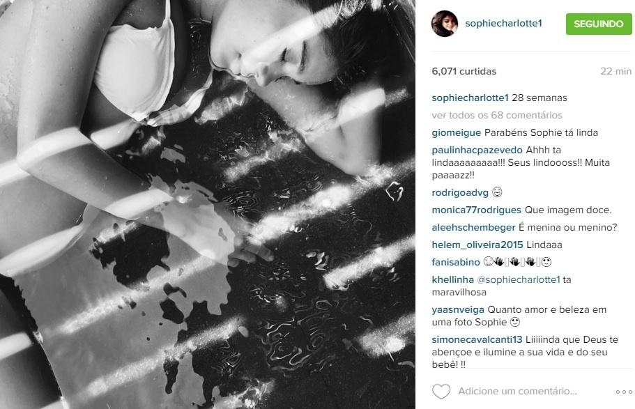 22.dez.2015 - Grávida do primeiro filho, atriz Sophie Charlotte mostra a barriga em sua conta do Instagram.
