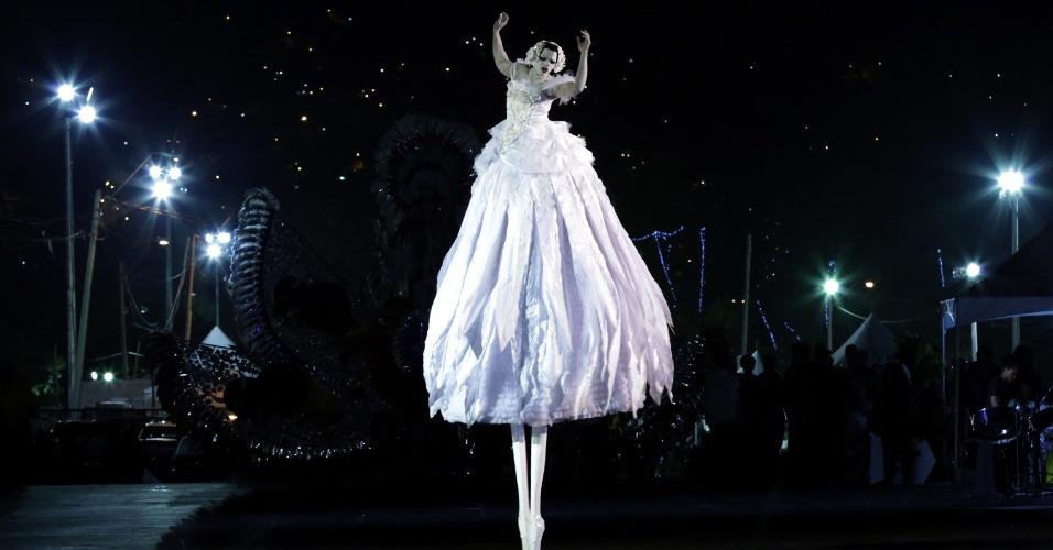 """A bailarina Jha-Whan Thomas encerra a noite como """"The Dying Swan-Ras Nijinsky"""", em Trindade e Tobago"""