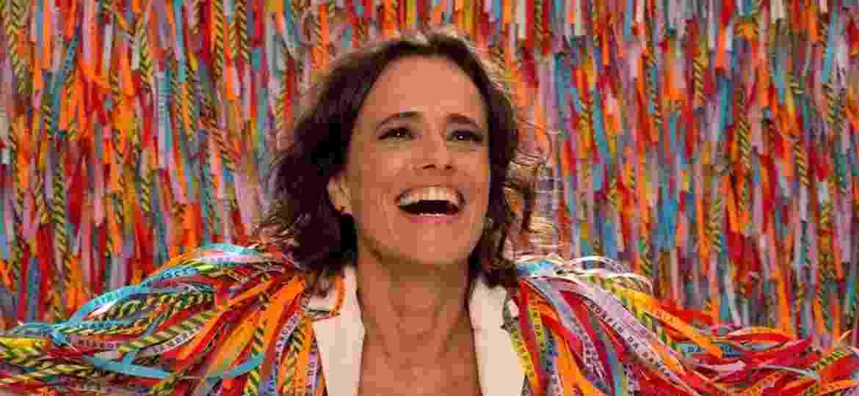 """Zélia Duncan na peça """"Alegrai Alegria"""" - Divulgação"""