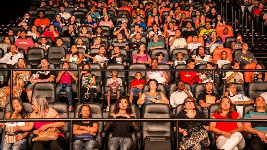 """Sala de cinema do shopping Bourbon, em São Paulo, na estreia do filme """"Os Dez Mandamentos"""" - Marcus Leoni/Folhapress"""