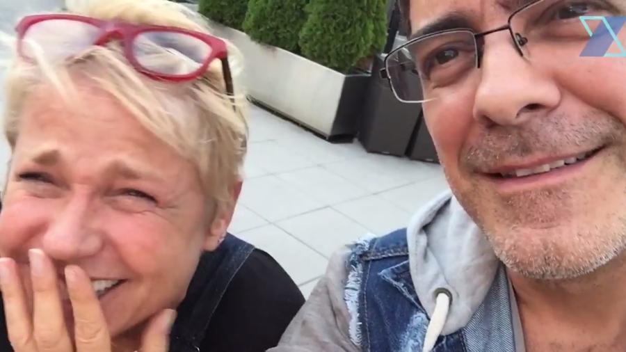 """Xuxa e Junno capricham no """"embromation"""" durante férias nos Estados Unidos - Reprodução/YouTube/Canal X"""