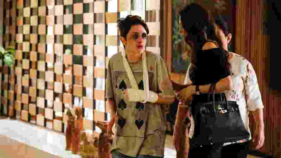 """Ivan (Carol Duarte) em casa, depois da agressão, em """"A Força do Querer"""" - Victor Pollak/TV Globo"""