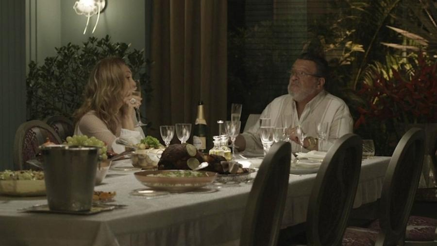 Durante conversa com o marido Gustavo, Nádia diz que não aceita o relacionamento de Bruno com Raquel - Reprodução/Globo