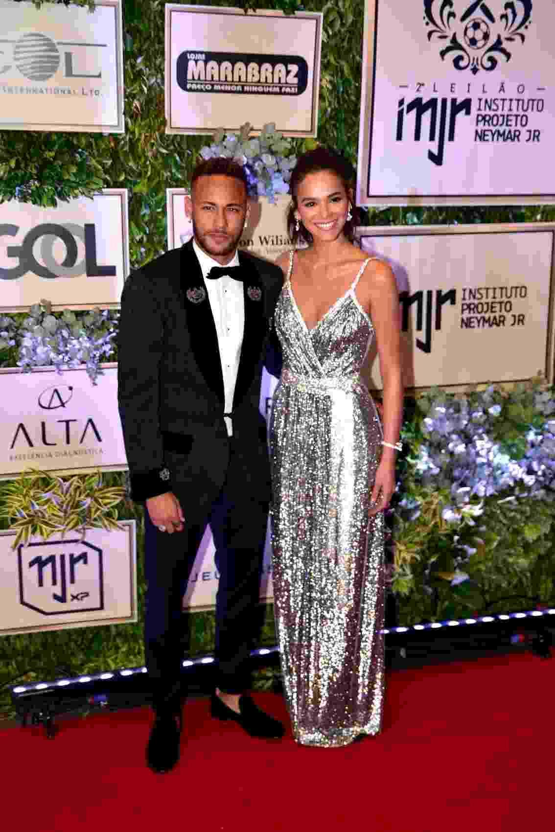 Bruna Marquezine e Neymar chegam juntos ao evento promovito pelo Instituto Neymar Jr. - Thiago Duran e Leo Franco/AgNews