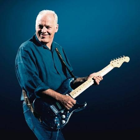 David Gilmour com sua famosa Fender Stratocaster preta - Divulgação