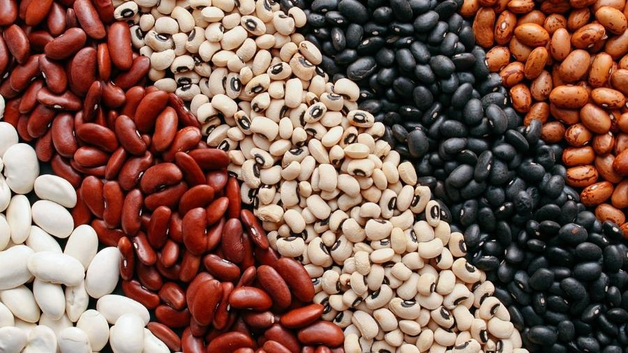 Feijão é rico em ferro e fibras solúveis, o que traz diversos benefícios à saúde - iStock