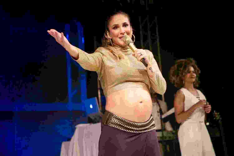 A cantora Claudia Leitte, grávida de 8 meses, fez seu último show em Campinas neste sábado (22), antes de dar à luz Bella. A artista estava acompanhada do marido e dos dois filhos, Davi e Rafael. - Manuela Scarpa/Brazil News
