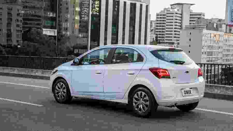Chevrolet Onix é um dos modelos mais usados por motoristas de aplicativo, especialmente na versão de entrada, Joy - Divulgação
