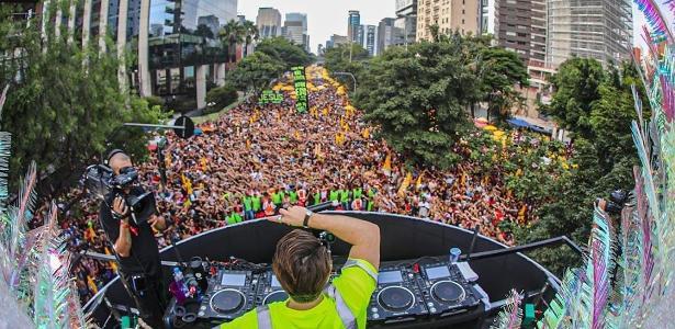No meio da folia | DJ Alok estreia no Carnaval de São Paulo e arrasta 500 mil pessoas na Faria Lima